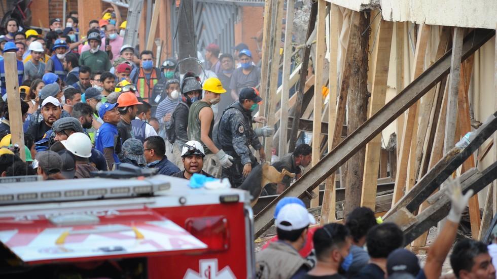 Училище се срути в Мексико, 21 деца загинаха