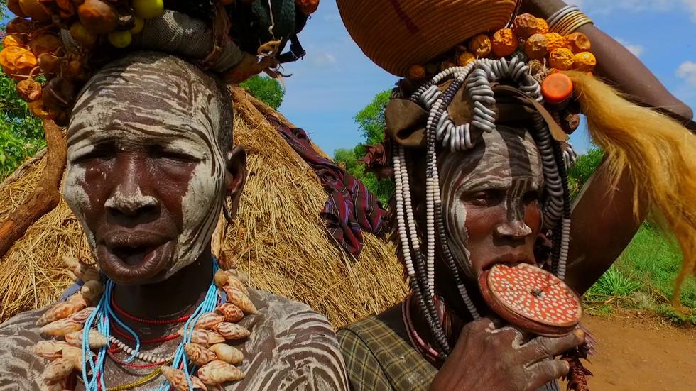 """""""Без багаж"""" на гости на племето Мурси в Етиопия"""