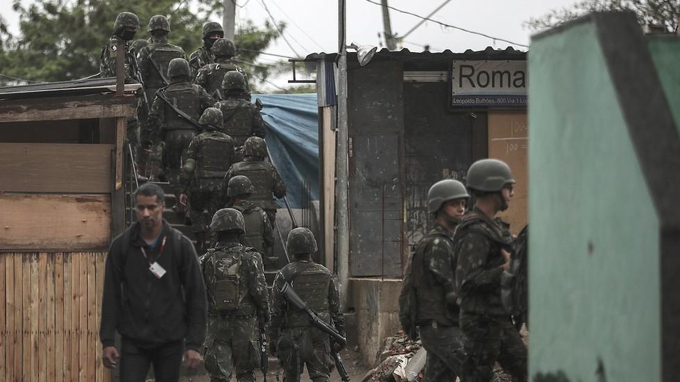 Бразилиската армия влиза в Рио, за да се справи с престъпността