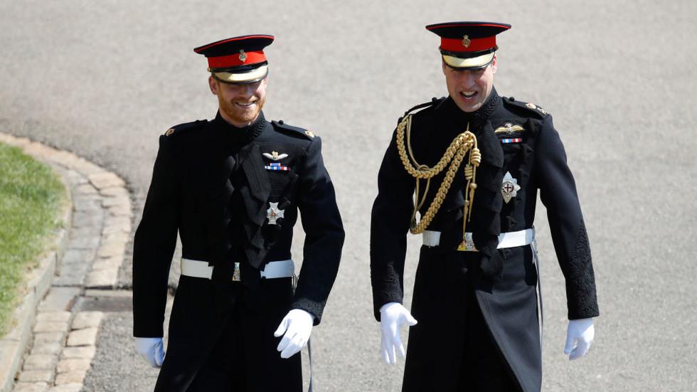 """Принцовете Уилям и Хари пристигнаха в """"Уиндзор"""""""