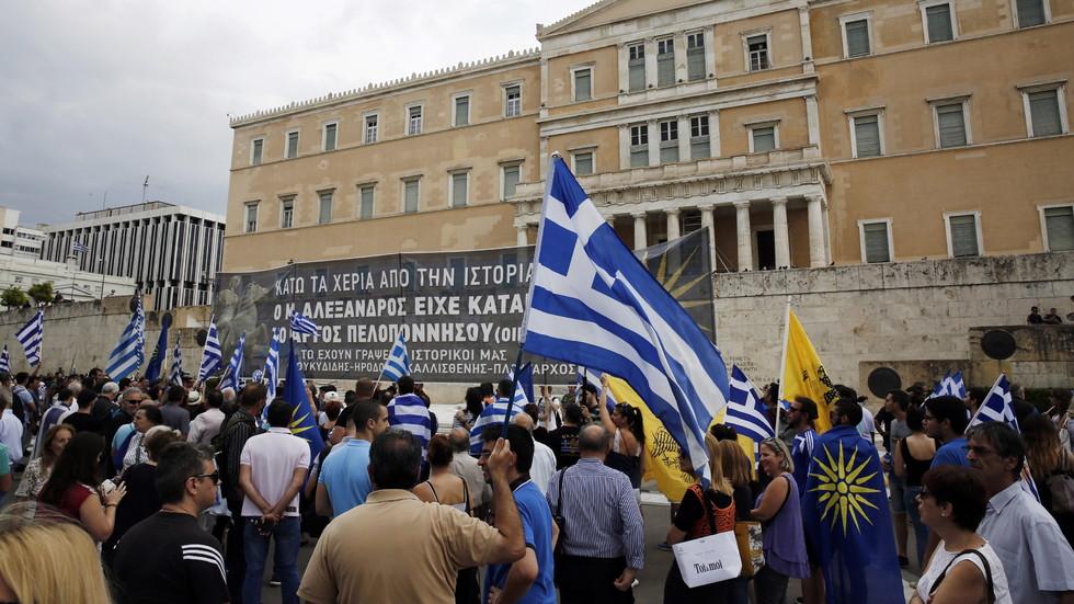 Протест и вот на недоверие срещу Ципрас в Атина