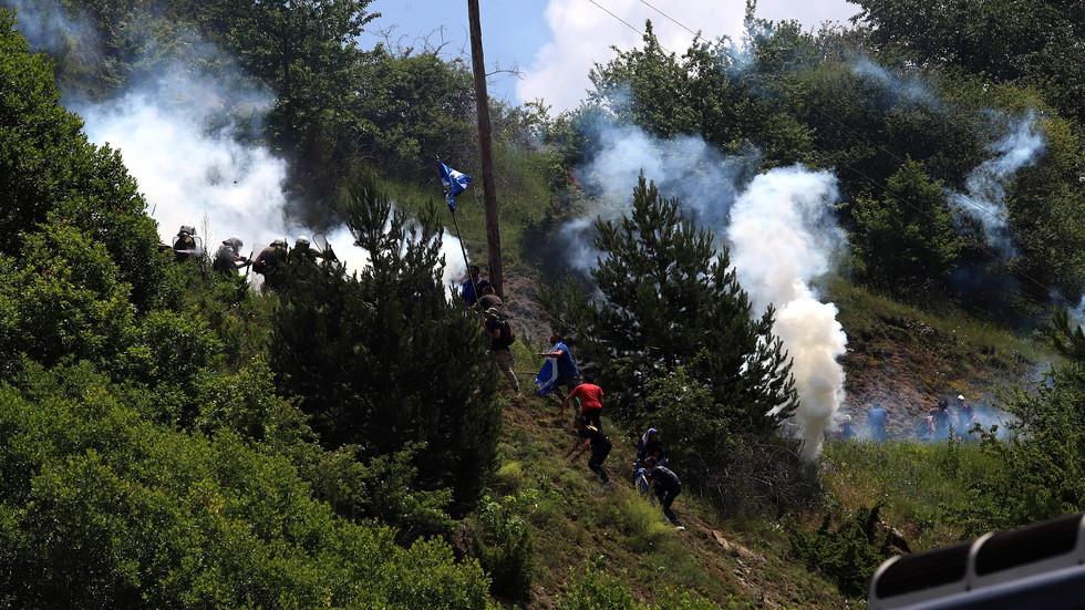 Протести в Гърция и Македония