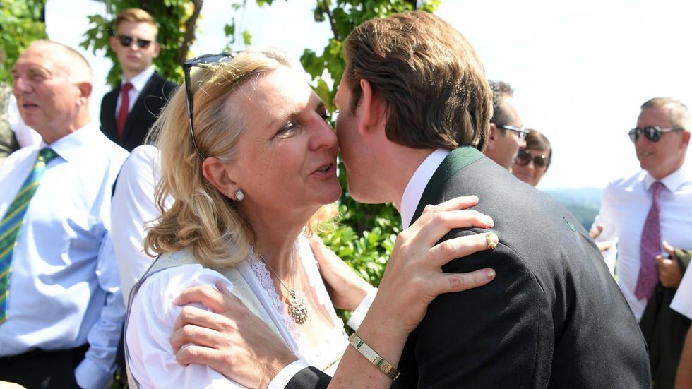 СКАНДАЛ В АВСТРИЯ: Путин отиде на сватбата на външния министър