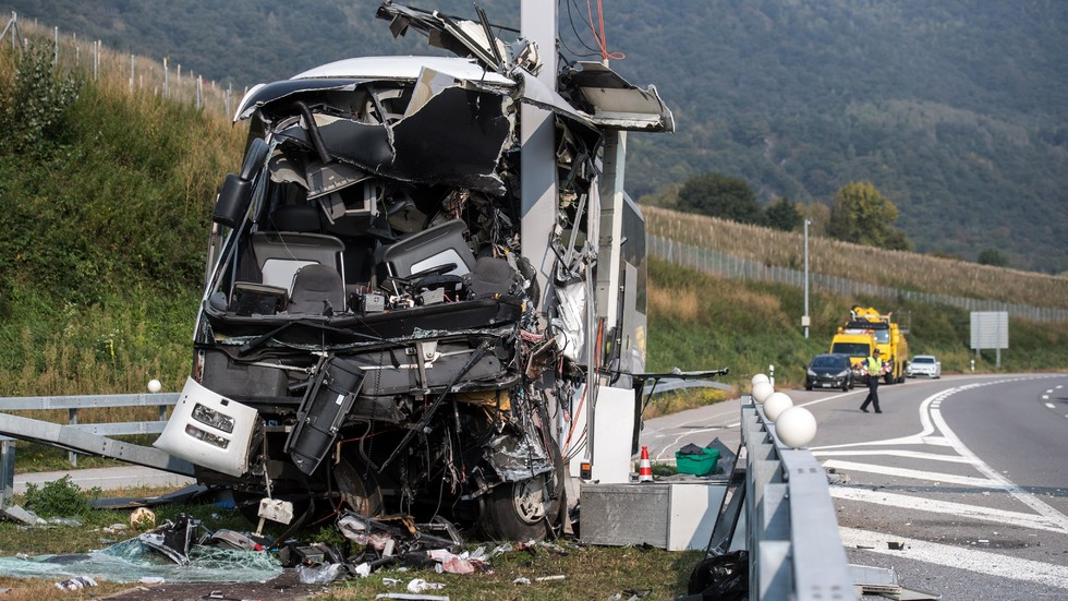Автобус с деца катастрофира край Лугано