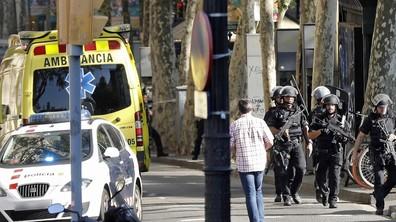 ТЕРОР В БАРСЕЛОНА: Миниван се вряза в пешеходци