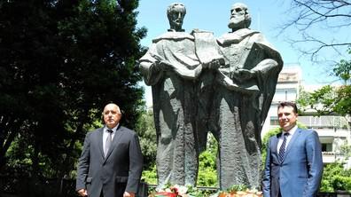 Борисов и Заев поднесоха венци на паметниците на Светите братя Кирил и Методий
