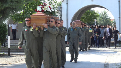 Изпратиха с почести пилотите, загинали при катастрофата с хеликоптер край Пловдив