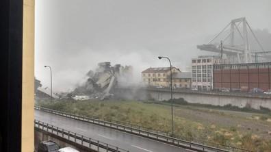 Рухна мост на автомагистрала в Италия