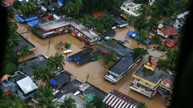 БЕДСТВИЕ В ИНДИЯ: Наводнения взеха 324 жертви