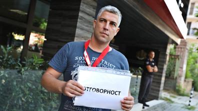 """Протест срещу """"спането"""" на КФН заради """"Олимпик"""""""