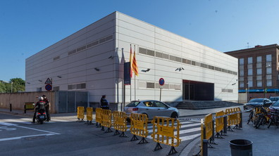 Мъж се опита да атакува полицейски участък в Каталуния