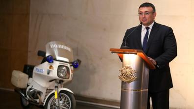 Младен Маринов пое поста на вътрешен министър на церемония в МВР