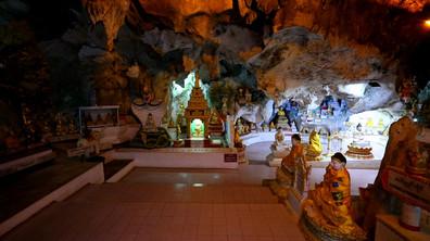"""""""Без багаж"""" в пещерите Пиндая в Мианмар"""