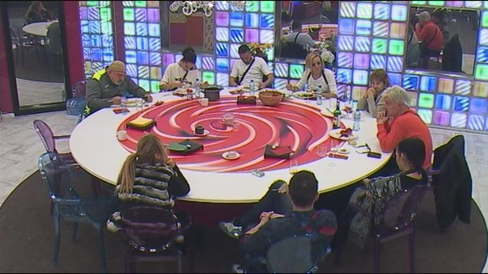 """Звездите попълват """"Годишника на Big Brother"""""""